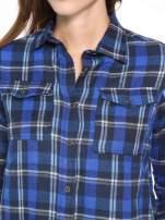 Granatowa damska koszula w kratę z kieszonkami                                  zdj.                                  11
