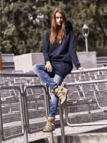 Granatowa długa bluza oversize