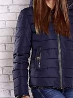 Granatowa pikowana kurtka ze złotymi suwakami                                                                          zdj.                                                                         7