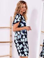 Granatowa sukienka w kwiaty z falbanami                                  zdj.                                  3