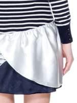 Granatowa sukienka w paski z baskinką z tkaniny                                  zdj.                                  5