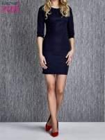 Granatowa sukienka z marszczeniami przy dekolcie