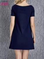 Granatowa trapezowa sukienka z kieszeniami                                  zdj.                                  3