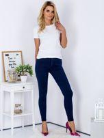Granatowe dopasowane denimowe spodnie high waist                                  zdj.                                  4