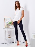 Granatowe dopasowane spodnie high waist                                  zdj.                                  4