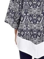 Granatowe kimono w etniczne wzory z modułem na dole