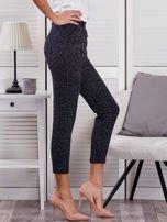 Granatowe materiałowe spodnie melange                                  zdj.                                  5
