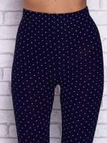 Granatowe melanżowe legginsy w kropki                                  zdj.                                  4