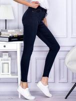 Granatowe spodnie jeansowe slim z wysokim stanem                                  zdj.                                  5