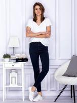 Granatowe spodnie jeansowe slim z wysokim stanem                                  zdj.                                  4