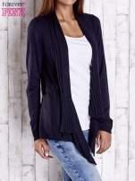 Granatowy długi sweter z wykończeniem w prążki                                  zdj.                                  3