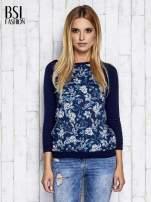 Granatowy kwiatowy sweter z łączonych materiałów                                  zdj.                                  1