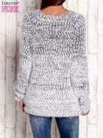 Granatowy melanżowy sweter long hair                                  zdj.                                  4
