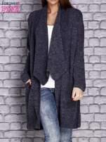 Granatowy melanżowy sweter z kaskadowym dekoltem                                  zdj.                                  1