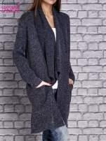 Granatowy melanżowy sweter z kaskadowym dekoltem                                  zdj.                                  4