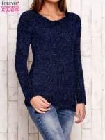 Granatowy sweter fluffy z cekinami