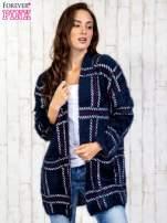 Granatowy sweter w kratę z kieszeniami                                  zdj.                                  3