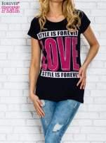 Granatowy t-shirt z napisem STYLE IS FOREVER LOVE z dżetami                                  zdj.                                  1