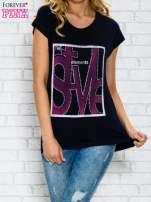 Granatowy t-shirt z napisem STYLE z dżetami