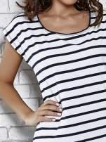 Grantowy t-shirt z motywem pasków                                   zdj.                                  5