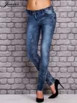 JEANS Niebieskie dekatyzowane spodnie jeansowe                                  zdj.                                  1
