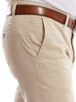 Jasnobeżowe spodnie męskie chinosy o prostym kroju                                  zdj.                                  16