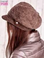Jasnobrązowa czapka z daszkiem i ozdobnym kwiatkiem                                  zdj.                                  2