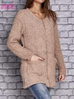 Jasnobrązowy sweter long hair zapinany na suwak                                  zdj.                                  3