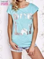 Jasnokoralowy t-shirt z motywem gwiazdy i dżetami