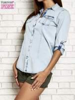 Jasnoniebieska jeansowa koszula z podwijanymi rękawami                                                                          zdj.                                                                         5
