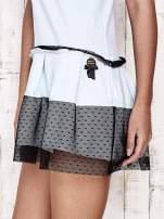 Jasnoniebieska sukienka dresowa z kontrafałdami i tiulem w groszki                                  zdj.                                  5