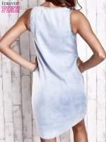 Jasnoniebieska sukienka jeansowa o kroju litery A                                  zdj.                                  4