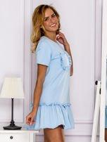 Jasnoniebieska sukienka z falbaną                                  zdj.                                  3