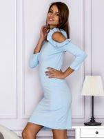 Jasnoniebieska sukienka z wycięciami na ramionach                                  zdj.                                  5