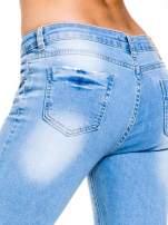 Jasnoniebieskie jeansy 3/4 skinny jeans z dziurą na kolanie                                  zdj.                                  8