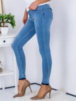 Jasnoniebieskie jeansy skinny z surowym wykończeniem                                   zdj.                                  5