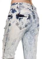 Jasnoniebieskie rozjaśniane spodnie jeansowe z przetarciami