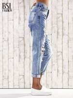 Jasnoniebieskie spodnie boyfriend jeans z dziurami                                  zdj.                                  2