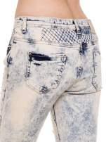 Jasnoniebiskie marmurkowe spodnie jeansowe rurki z przetarciem cut out                                                                          zdj.                                                                         6