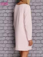 Jasnoróżowa sukienka oversize z kieszeniami                                  zdj.                                  4