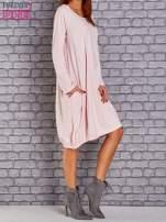 Jasnoróżowa sukienka oversize ze ściągaczem na dole                                   zdj.                                  3