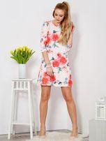 Jasnoróżowa sukienka w malarskie kwiatowe desenie                                  zdj.                                  4