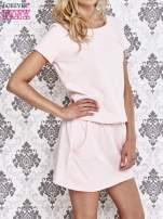 Jasnoróżowa sukienka z kieszonkami                                  zdj.                                  3