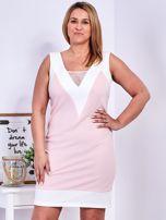 Jasnoróżowa sukienka z siateczkową wstawką PLUS SIZE                                  zdj.                                  1