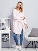 Jasnoróżowy wełniany sweter z luźnymi połami                                  zdj.                                  4