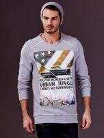 Jasnoszara bluza męska z nadrukiem i surowym wykończeniem                                  zdj.                                  4