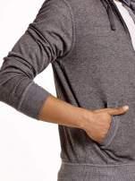 Jasnoszara sportowa bluza męska na suwak z kapturem i naszywką                                  zdj.                                  6