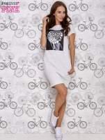 Jasnoszara sukienka dresowa ze srebrnym printem drzewa                                                                          zdj.                                                                         2