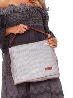Jasnoszara torba z eko skóry z ażurową klapką na magnes                                  zdj.                                  2