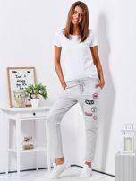 Jasnoszare spodnie dresowe z naszywkami                                  zdj.                                  4